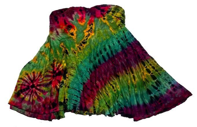 Falda corta hippie de rayón con vuelo asimétrica, teñida con la técnica Tie Dye (tinte con nudos). Es muy elástica. Talla única (M,L).