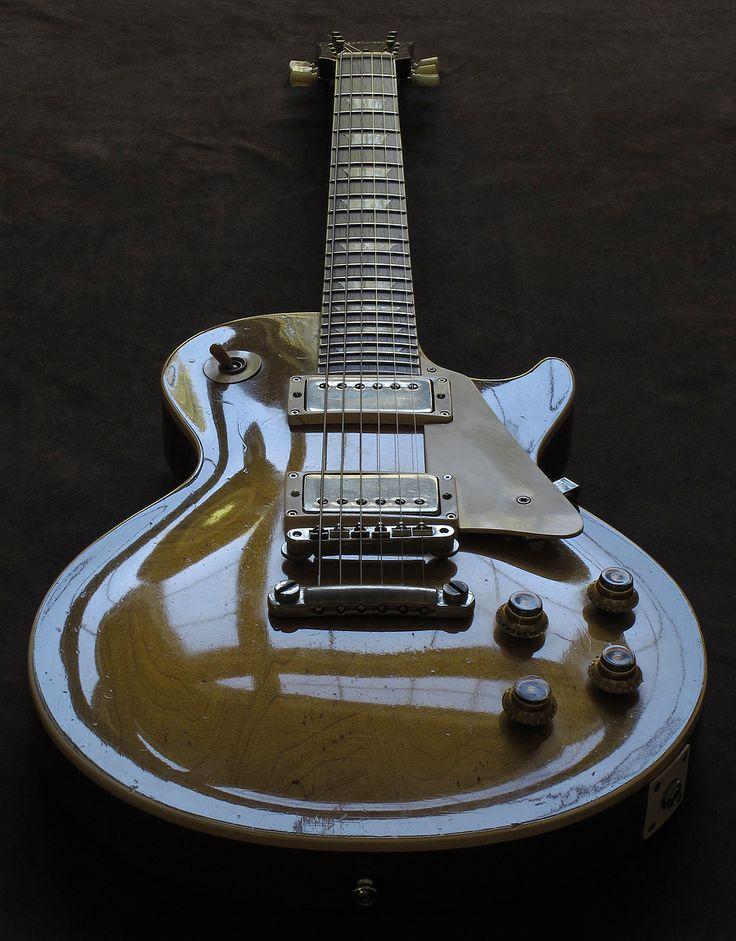 затертые старые гитары фото металлическую конструкцию