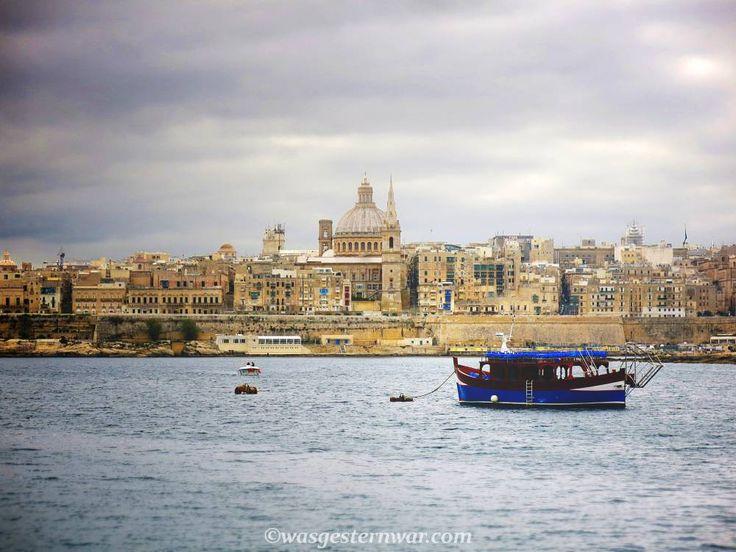 Komm mit auf eine Reise durch Valletta, Maltas Hauptstadt. Kreuzfahrer, Urlaubsflair und eine interessante Mischung aus Italien, England und Arabien. All das und mehr vereint sich in Maltas Hauptstadt Valletta.