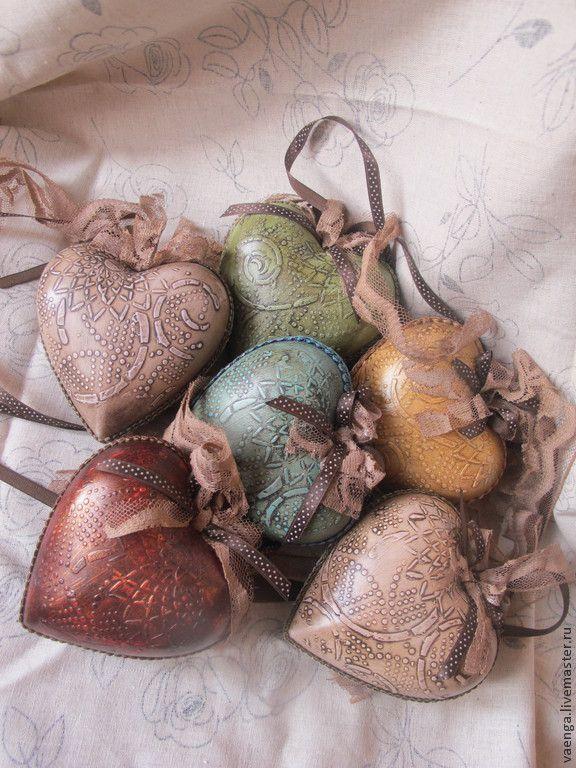 """Купить """"Рождественский Вечер"""" интерьерное сердце (елочное украшение) - хаки, красный, желтый, синий, зеленый"""