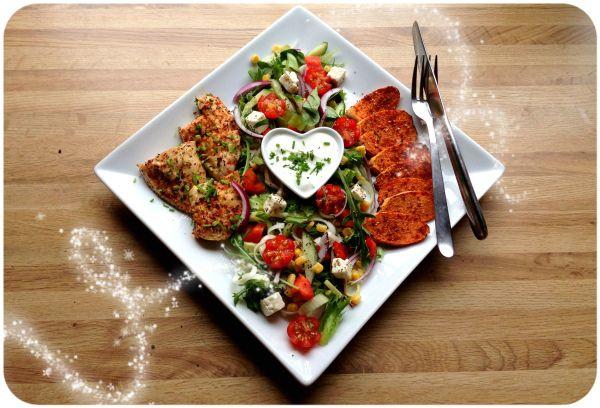 Heisann og god Fredag alle ihoooop 😀Berre innom med et lite middagstips. Middag som berre trenger noken minutters forberedelse og deretter lager deg seg sjølv i ovnen – Ovnsbakte søtpoteter, kyllingfilet, frisk salat og mager kesam ? Søtpoteter skreller du, kutter i skiver og krydrer godt på begge sider. Inn i ovnen på 200 grader …