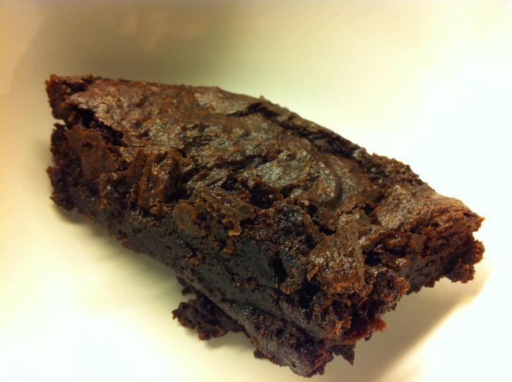 Lagde verdens beste veganske brownies her om dagen. Fant oppskriften på den fantastiske bloggen til Cathrine (veganeren.com). Man trenger følgende ingredienser: 5 dl hvetemel 1,2 dl kakaopulver 1 t…
