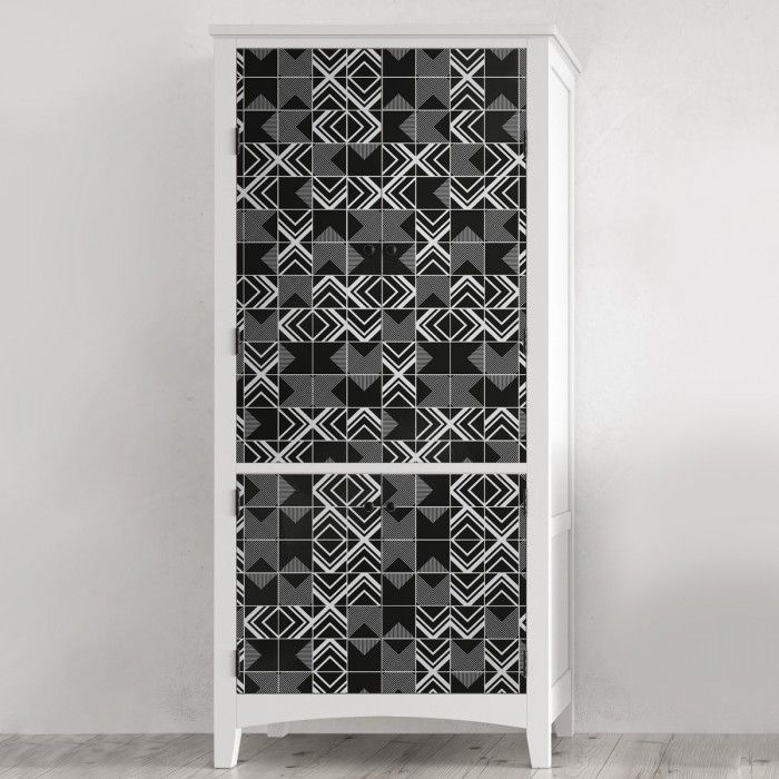 Vinilo de losas negras con diseño geométrico para decorar puertas de armarios / Vinyl of black tiles geometric design for cupboard decorations #lokolokodecora