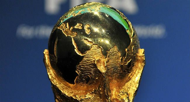 WK 2014 – voetbal. De laatste wedstrijden voor de WK-kwalificatie worden deze week gespeeld in Europa. In diverse groepen is het nog erg spannend wie het WK 2014-ticket pakt via de eerste plek en wie de play-offs in duikt via de tweede plek.