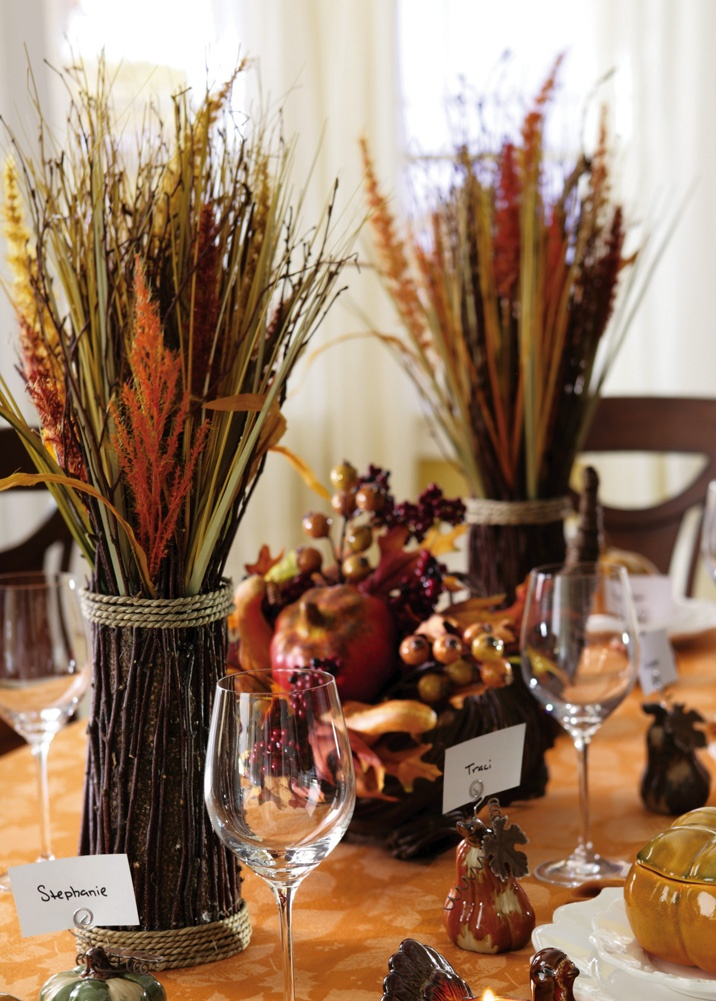 10 Thanksgiving Centerpieces For The Perfect Table Setting