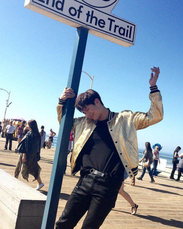 Park Bo Gum looks beautiful under the Santa Monica sun! | allkpop.com