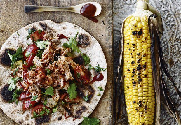 Pulled kylling med tomatsalat og majs - BO BEDRE