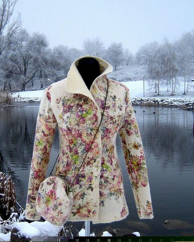 Одежда и обувь из войлока | Marta-club.ru How beautiful is this felted jacket and matching purse?
