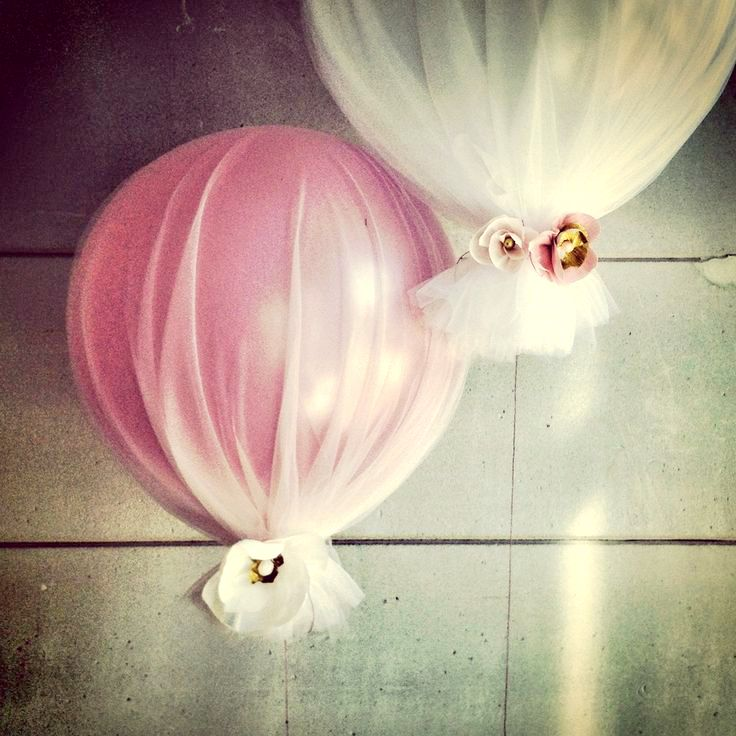 Balloon + Tule -- Love this for wedding decorations and centerpieces rather than flowers