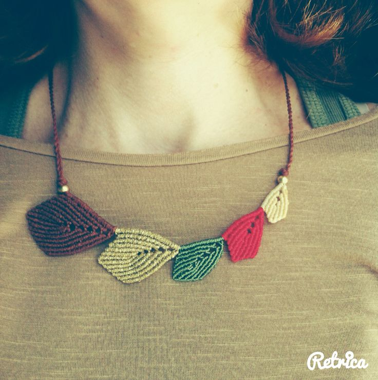 Leaf macrame necklace