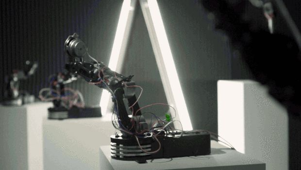 Robot jams, gesturally controlled. Leap Motion + Ableton + Processing