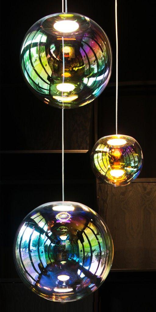 Die Iris Leuchte , eine irisierende Seifenblase aus Glas.