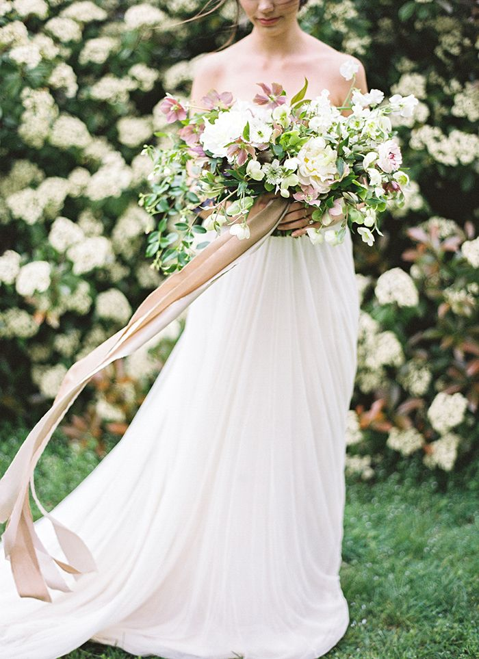 pretty oversized bouquet | Refined Wedding Photography Inspiration
