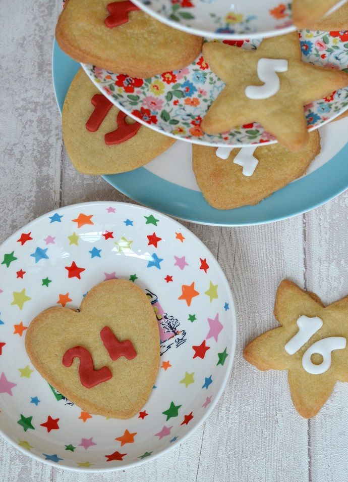 How to bake Christmas cookies - new recipe live on the blog!