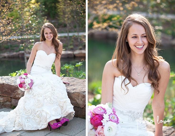 Crystal Bridges Bridal Portraits | Bentonville Arkansas | Pink Satin Wedding Shoes | bridal portrait poses