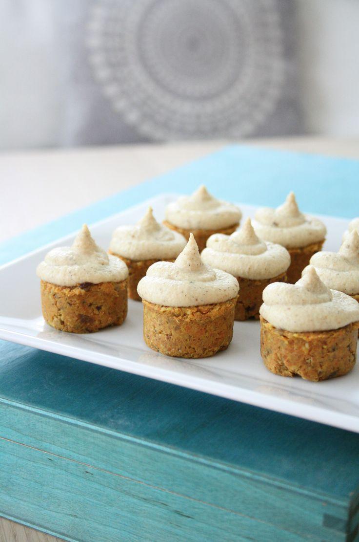 Raaka-mini-porkkanakakut / Raw mini carrot cakes
