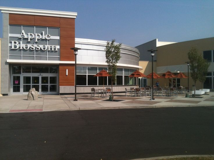 Apple Blossom Mall Shoe Stores