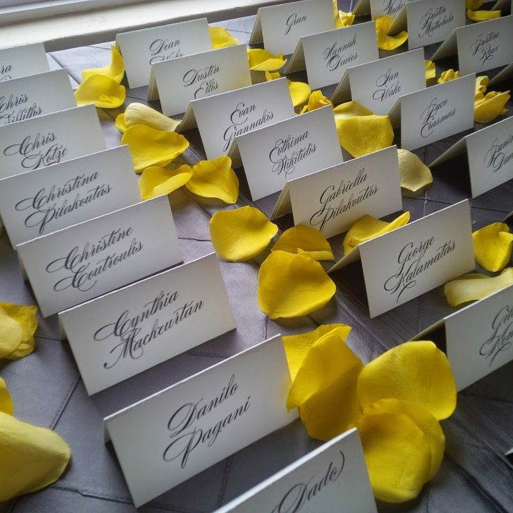 http://3.bp.blogspot.com/-uP13m5eWKq8/VHoWiKaqw6I/AAAAAAAAAzI/eJQuoGD97Cg/s1600/escort-cards-wedding-trendy-settings.jpg