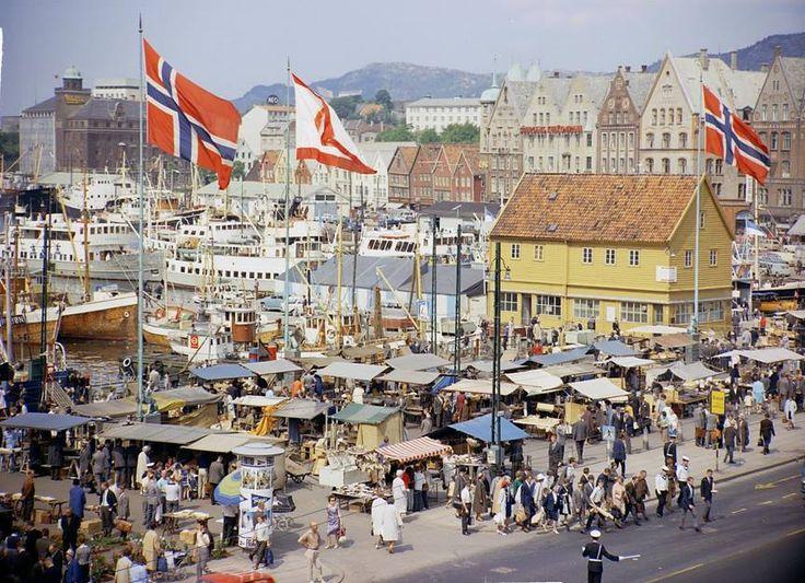 Fra Bergen Ca.1965 - Torget. Foto: Mittet & Co.AS.
