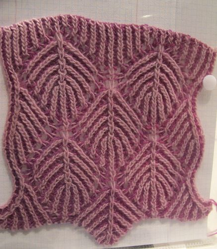 Nancy Merchant : this is a simple leaf motif in brioche ...
