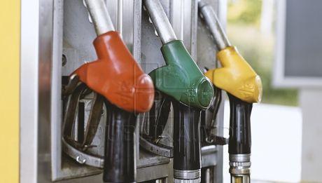Preţuri noi la produsele petroliere. Cât vor costa benzina şi motorina