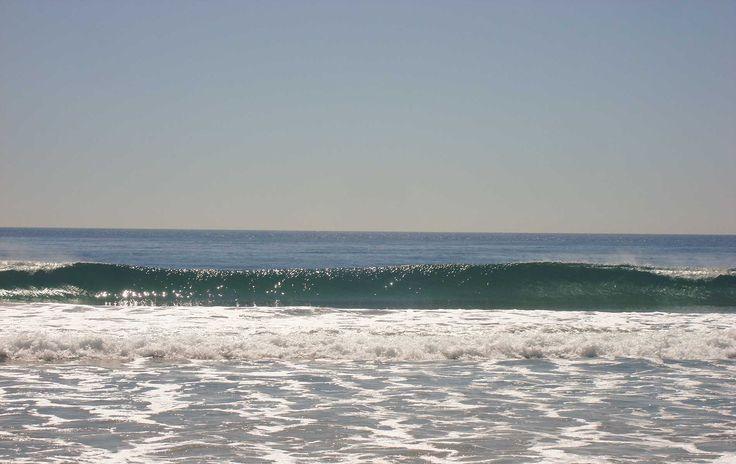 Malibù ocean wave  Onde dell'oceano pacifico a Malibù.    Per noi provenienti dal mare Adriatico queste sono onde anomale simili ad uno tsunami, per i locali invece sono onde di 2 metri adatte par insegnare il surf ai bambini, incredibile!
