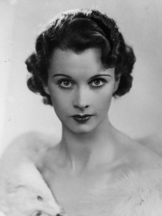 Vivien Leigh vers 1935                                                                                                                                                     Plus