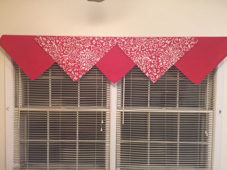 Cloth dinner napkins as a valance. Inexpensive & decorative! Winter/Holiday edition!