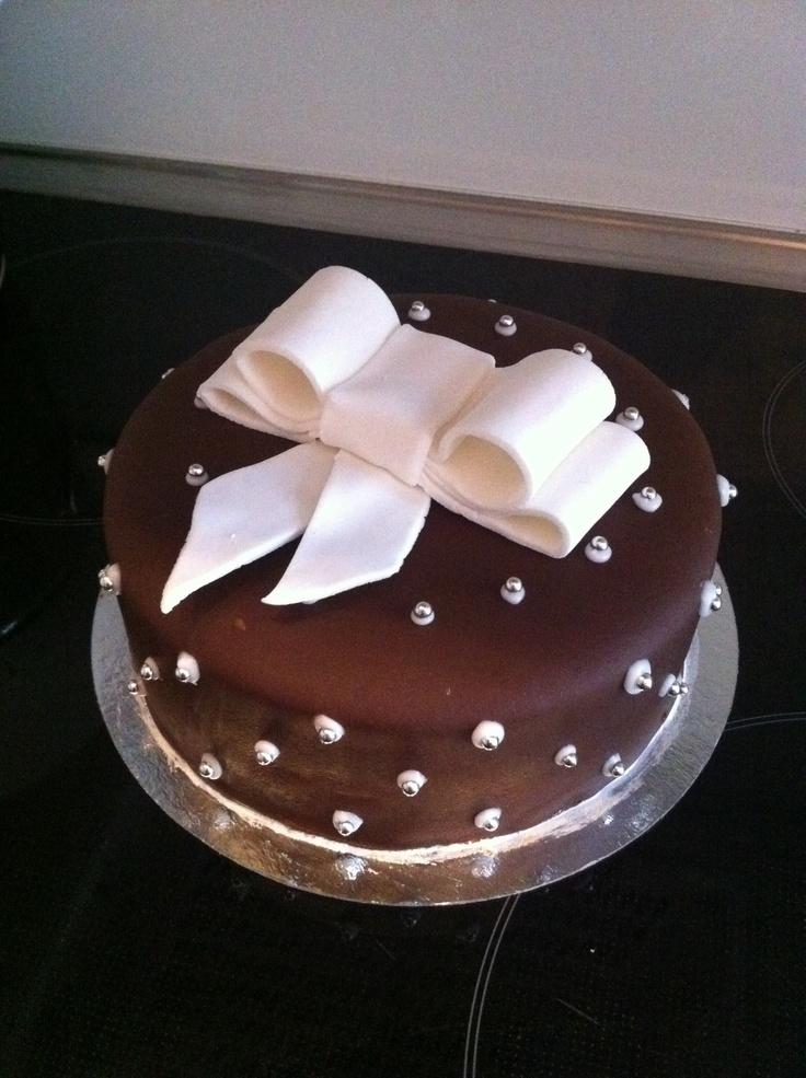 Chocolate cake to my beloved husband. Chocolate bottom filled with hazelnut paste and dark chocolate. Covered with brown marzipan. 8 pieces
