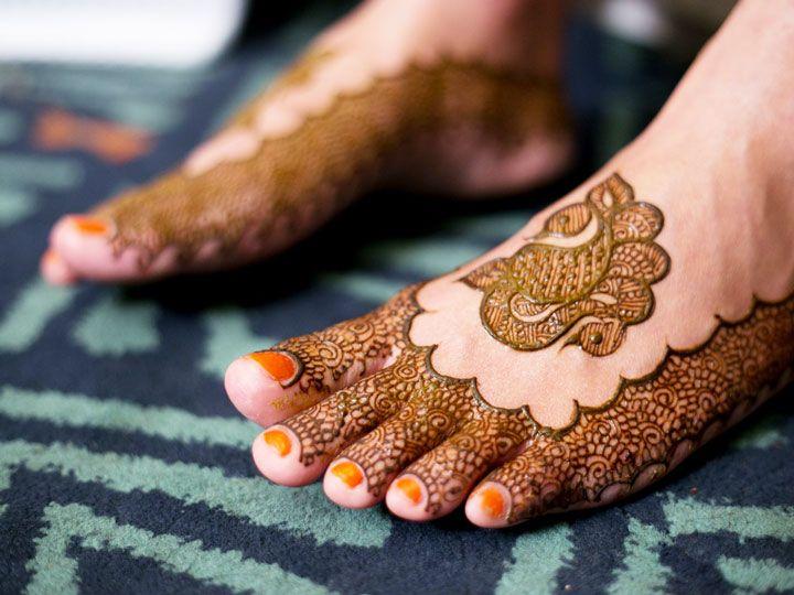 Dulhan Mehndi Designs For Legs - Peacock & Peahen