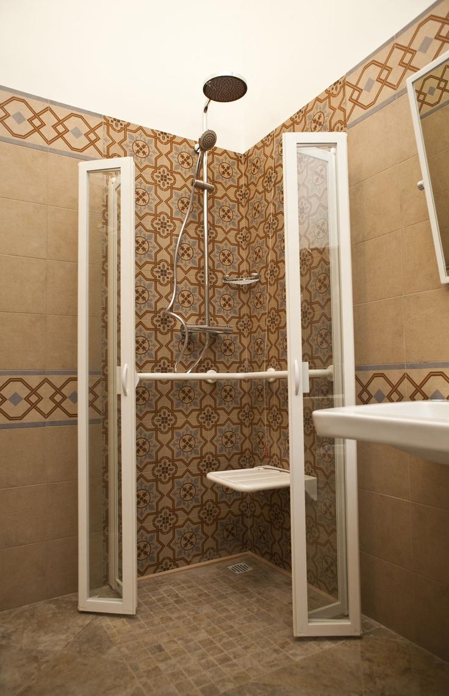 Bagno della camera per clienti diversamente abili