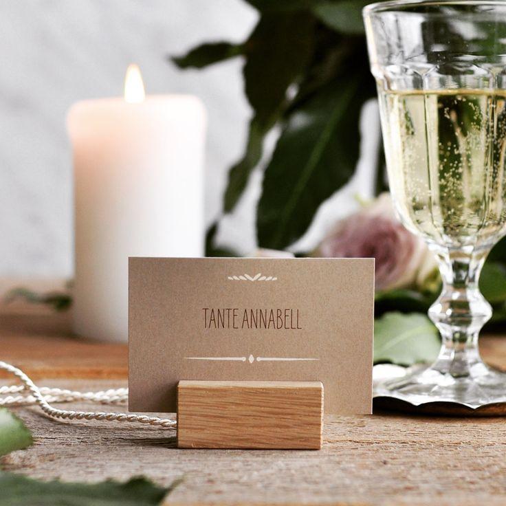 """""""Rustic Love"""" Tischkarte mit Kraftpapier Look und Holzklotz passend zur Vintage Hochzeit"""