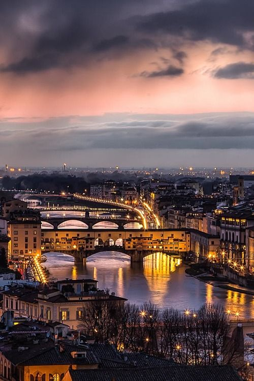 Such an amazing city to visit! The history, the FOOD, the shopping.....!! Sunset in Florence - Italy
