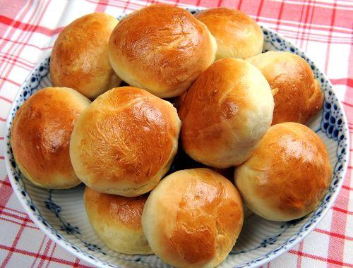 Bröd recept. Grundrecept på matbröd med en påse mjöl. Baka hembakt bröd.
