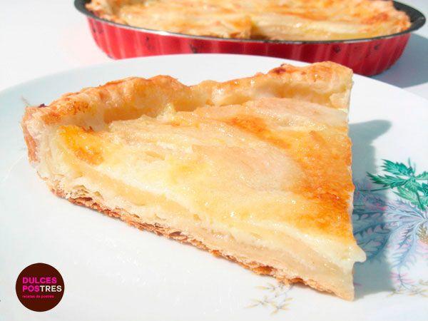 Deliciosa tarta de pera y hojaldre un postre rápido y sencillo con unos ingredientes muy económicos. Receta de una tarta exprés para invitados sorpresa