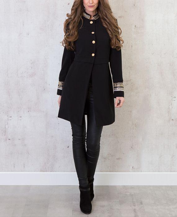 Marine Exclusive Jas | Musthaves For Real De marine trend is HOT! Deze lange zwarte jas heeft grote gouden knopen geïnspireerd door de marine. Lange jassen!