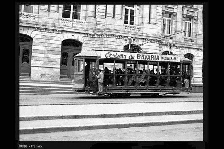 Santafé de Bogotá - Tranvía de rieles, medio tradicional de transporte en los años 40.