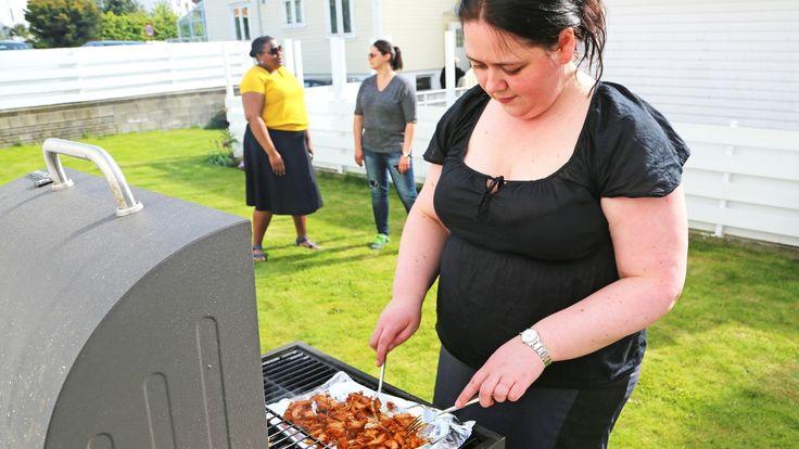 Når Mari Hult inviterer til grillfest, kommer kjøttspisende venner strømmende til – sjøl om verken pølser eller koteletter ligger på glørne. Her er hennes beste grilltips.
