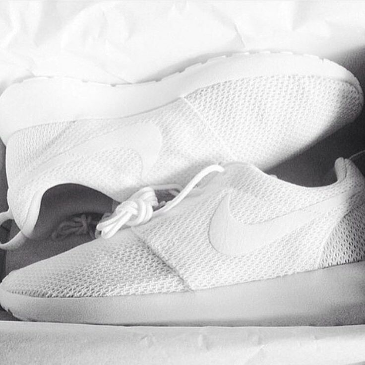 Best 25+ All white roshe run ideas on Pinterest | Workout shoes