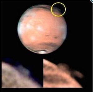 Baru-baru ini para Astronomi dunia dibingungkan dengan semburan misterius yang terjadi di planet Mars yang ketinggian lebih dari 250 km. semburan misterius