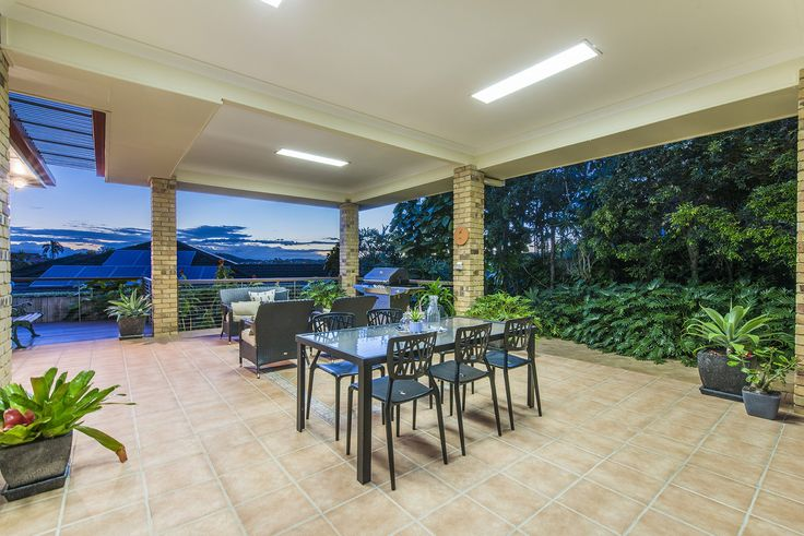 CARINDALE 91 Kilmorey Street...Located in a quiet, highly sought-after pocket of Carindale, this elegant family home has space for the family with beautiful vistas to Mt Gravatt and glimpses of Mt Cootha.