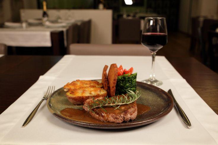 Seja para Almoçar, Petiscar ou Jantar, vamos ajudar a encontrar o Restaurante que vais gostar.  Pesquisa em www.comerebeber.pt