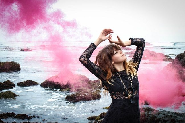 a-colourful-smoke-bomb-photo-shoot-by-ginger-blonde-photography-on-whim-online-magazine-2