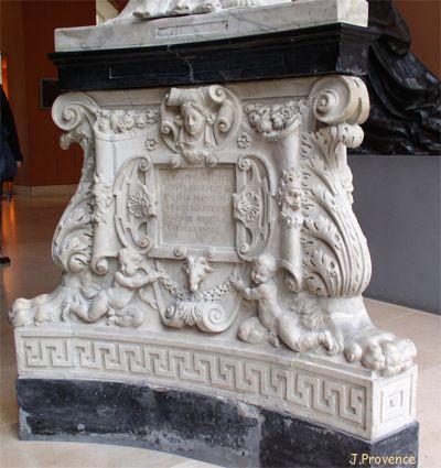 Dominique Florentin travailla aux monuments funéraires d'Henri II, entre 1559 et 1565. Sur le dessin du Primatice, il réalisa le piédestal et le vase de cuivre pour le monument du coeur d'Henri II, au couvent des Célestins de Paris, en collaboration avec Germain Pilon qui sculpta les Trois Grâces. Il fit aussi le modèle en terre de la statue en cuivre du tombeau d'Henri II à St-Denis, cette dernière réalisée par Germain Pilon. Le roi, à genoux, prie sur la plate forme du monument funéraire.