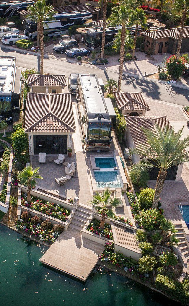 Motorcoach Country Club Luxury RV Resort | RV Park Indio, CA