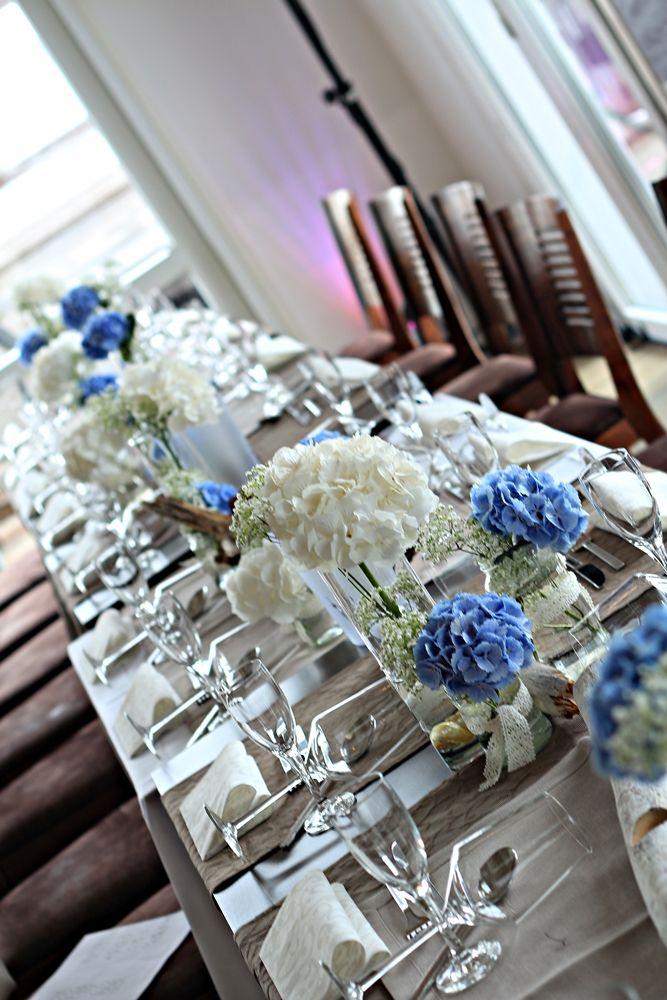 Tischdeko blaue und weiße Hortensien