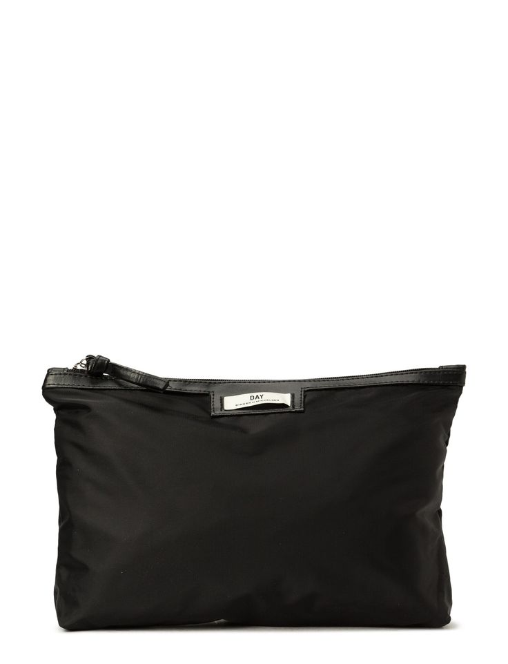 DAY - Day Gweneth Small This makeup bag is spacious and perfect for all your essential makeup products. Logo detail Perfect for makeup, or other necessities Top zip closure The Gweneth is a sporty, practical bag with a modern design that ensures endless styling possibilities. Classic