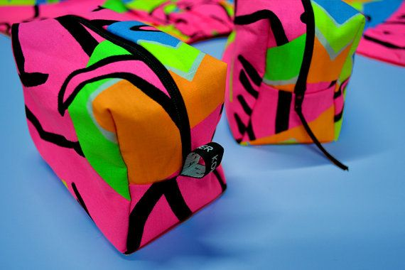 Trousse pochette upcycling 80s 90s tissu vintage surf neon fluo