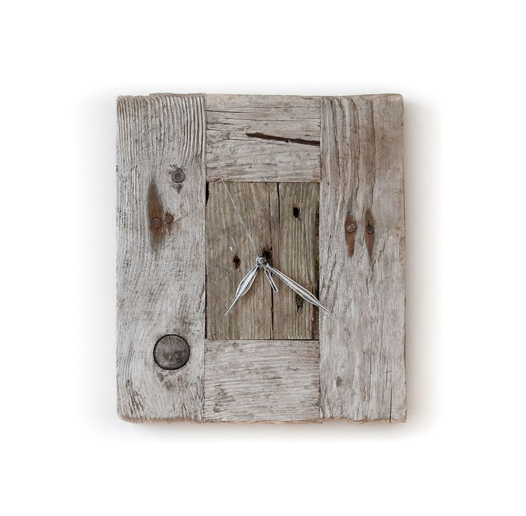Model no 9. Aged wood is a beautiful way to add character to your home or garden. Developped naturally. Pine wood. Size: 35 cm x 30 cm.