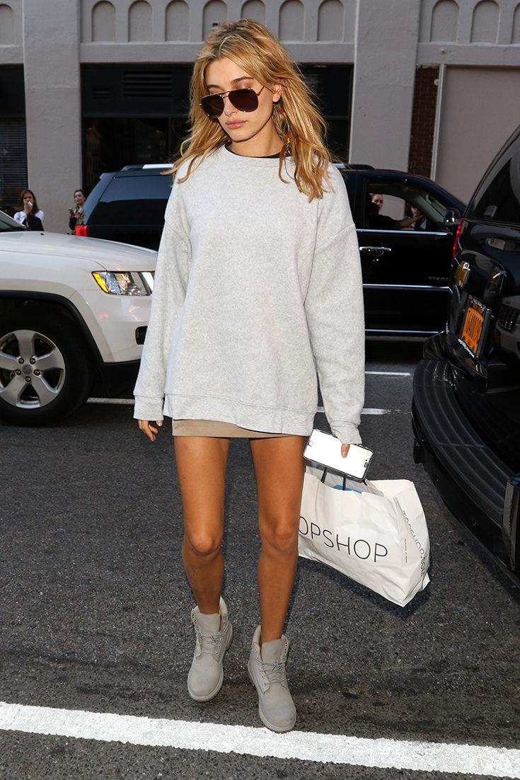 All hail Hailey Baldwin and her one-tone outfit. All grey everything (including her suede skirt, sweatshirt and Timberlands). Thumbs up.